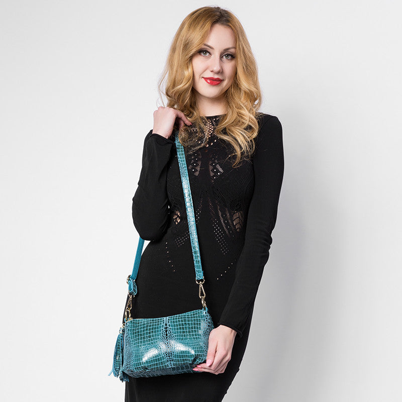 REALER Brand genuine leather women handbag crocodile pattern flap bag female shoulder bag with tassel ladies messenger bag