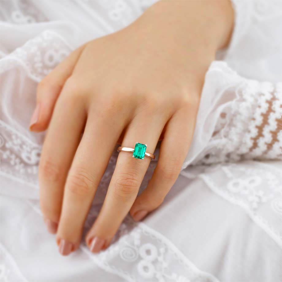 Your Guide To Exquisite Emerald Engagement Rings