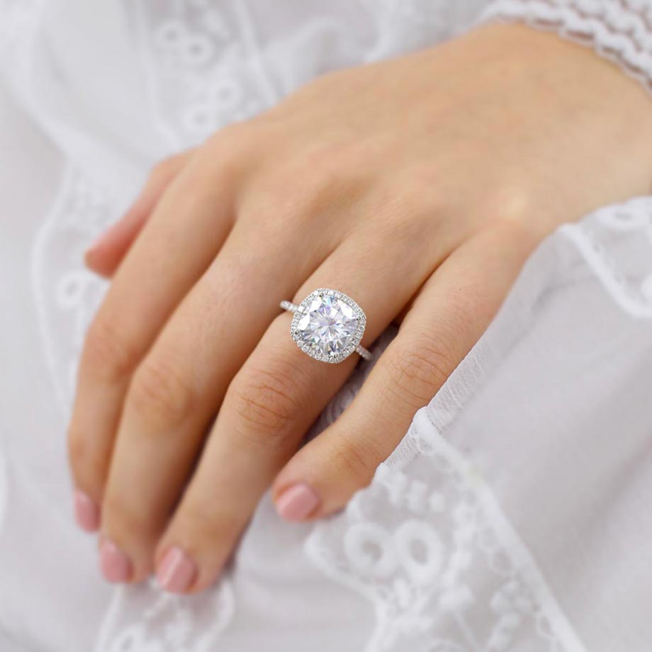 A Guide to Cushion Cut Moissanite Engagement Rings