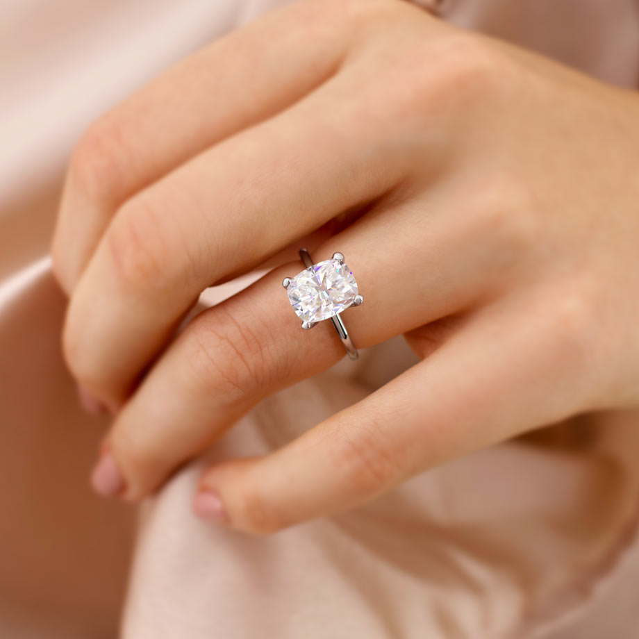 2019 Moissanite & Lab Diamond Engagement Ring Trends
