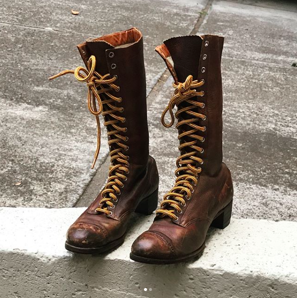 Vintage Women's Brown lace up Roper boots (Size 8-8 1/2)