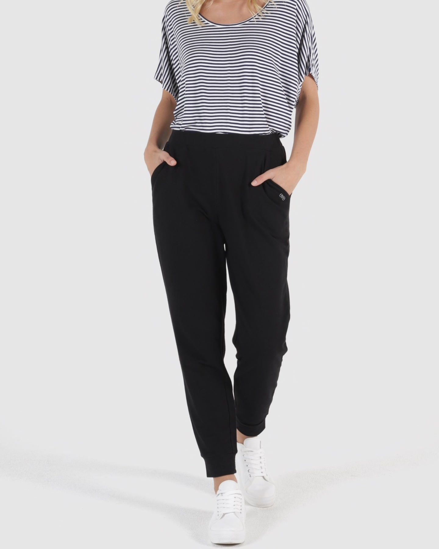 Linday jogger black Betty basics