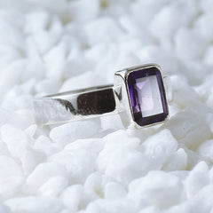 amethyst ring woman