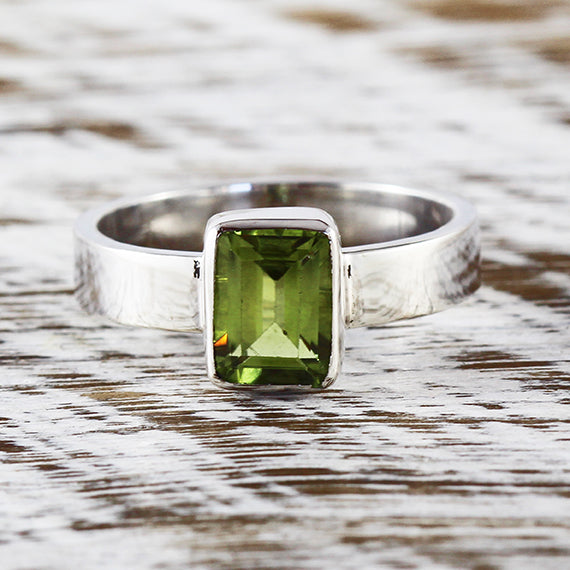 Peridot Ring Silver Green Engagement Rings Womens Jewelry Personal Engraving