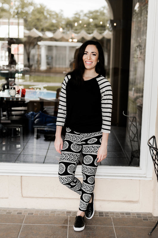 LACEY BLACK AND WHITE PRINTED LEGGINGS