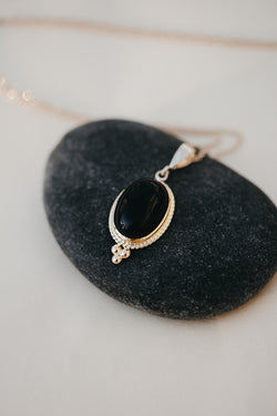 Onyx Grounding Necklace - Solid Gold
