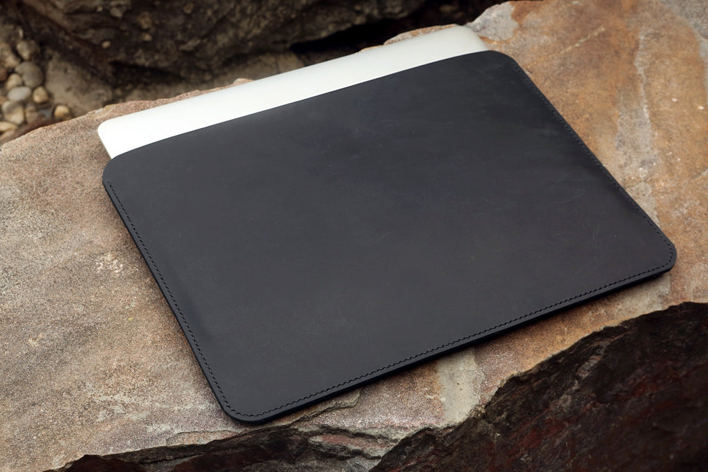black macbook pro sleeve