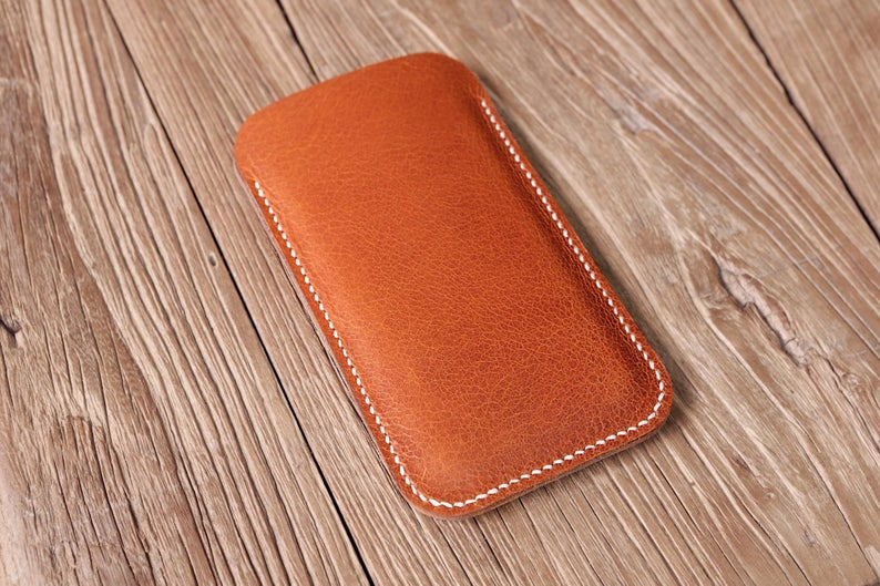 Peronalized vegetable tanned leather iPhone 11 Pro Max phone sleeve