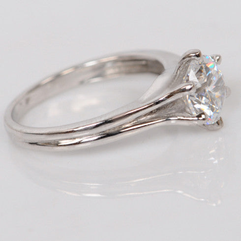 14KT SOLID GOLD 1.25 CARATS CHARMING ROUND SHAPE SOLITAIRE ENGAGEMENT RING