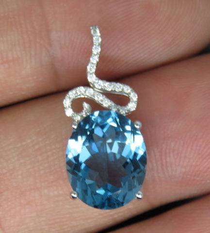 18KT SOLID GOLD 1.95 CARATS FABULOUS OVAL SHAPE NATURAL BLUE TOPAZ & IGI CERTIFIED DIAMOND PENDENT