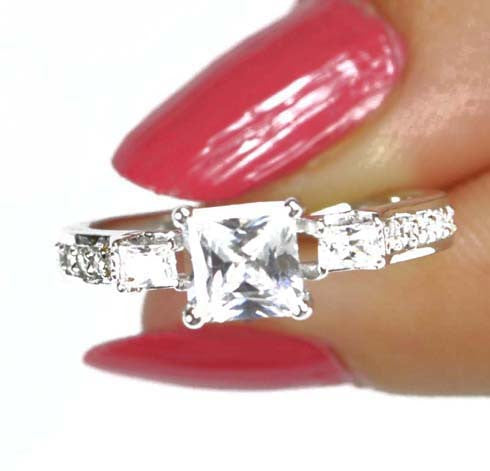 3.40 CARATS 14KT SOLID GOLD PRINCESS SHAPE SOLITAIRE WITH ACCENTS RING