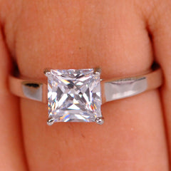 2.75 CARATS GOOD LOOKING PRINCESS SHAPE 14KT SOLID GOLD SOLITAIRE RING