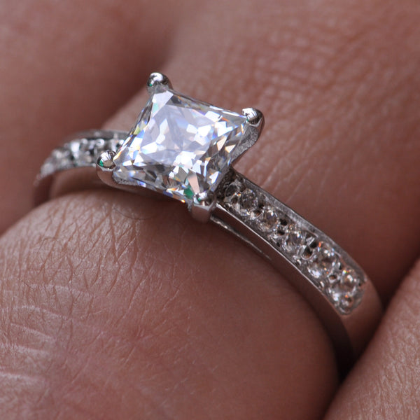 14KT SOLID GOLD 2.20 CARATS AMAZING PRINCESS SHAPE SOLITAIRE ENGAGEMENT RING
