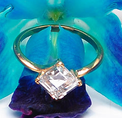 14KT SOLID GOLD LOVELY SQUARE SHAPE 2.90 CARATS SOLITAIRE ENEGAMENT RING