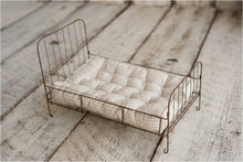 Newborn Wire Bed