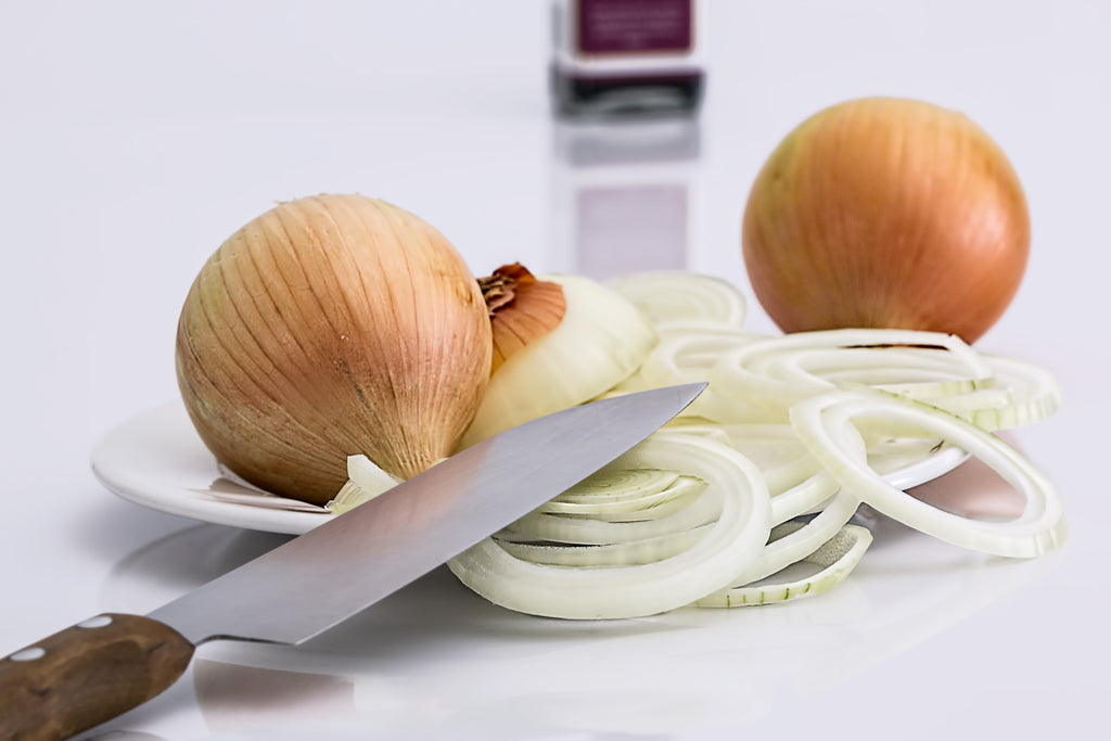 knife with cut onions