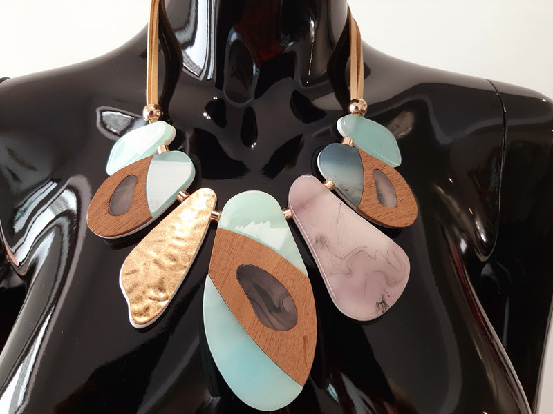 Turquoise and Tan Necklace N101