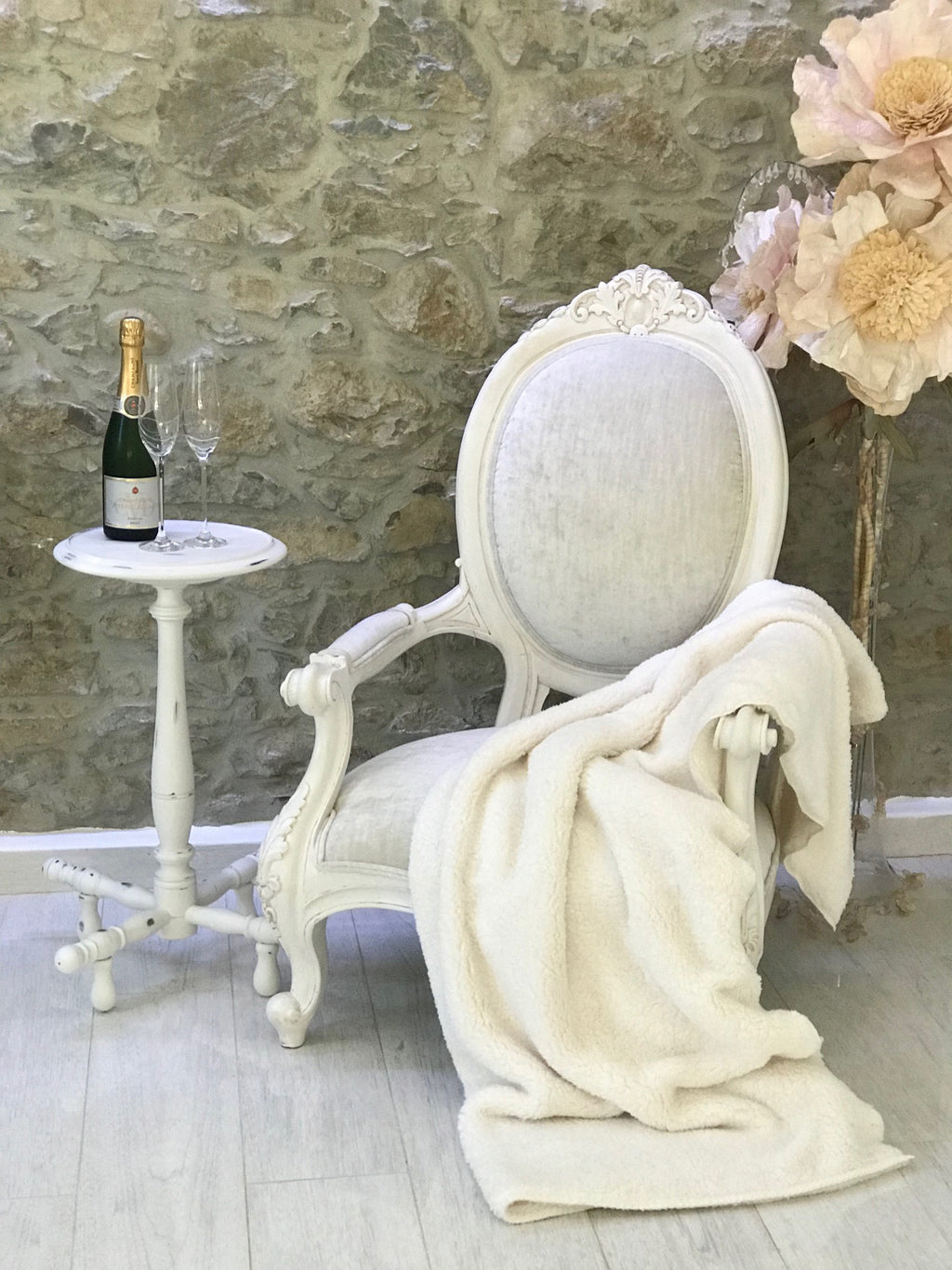Cameo Grandfather Chair in Ivory Distressed