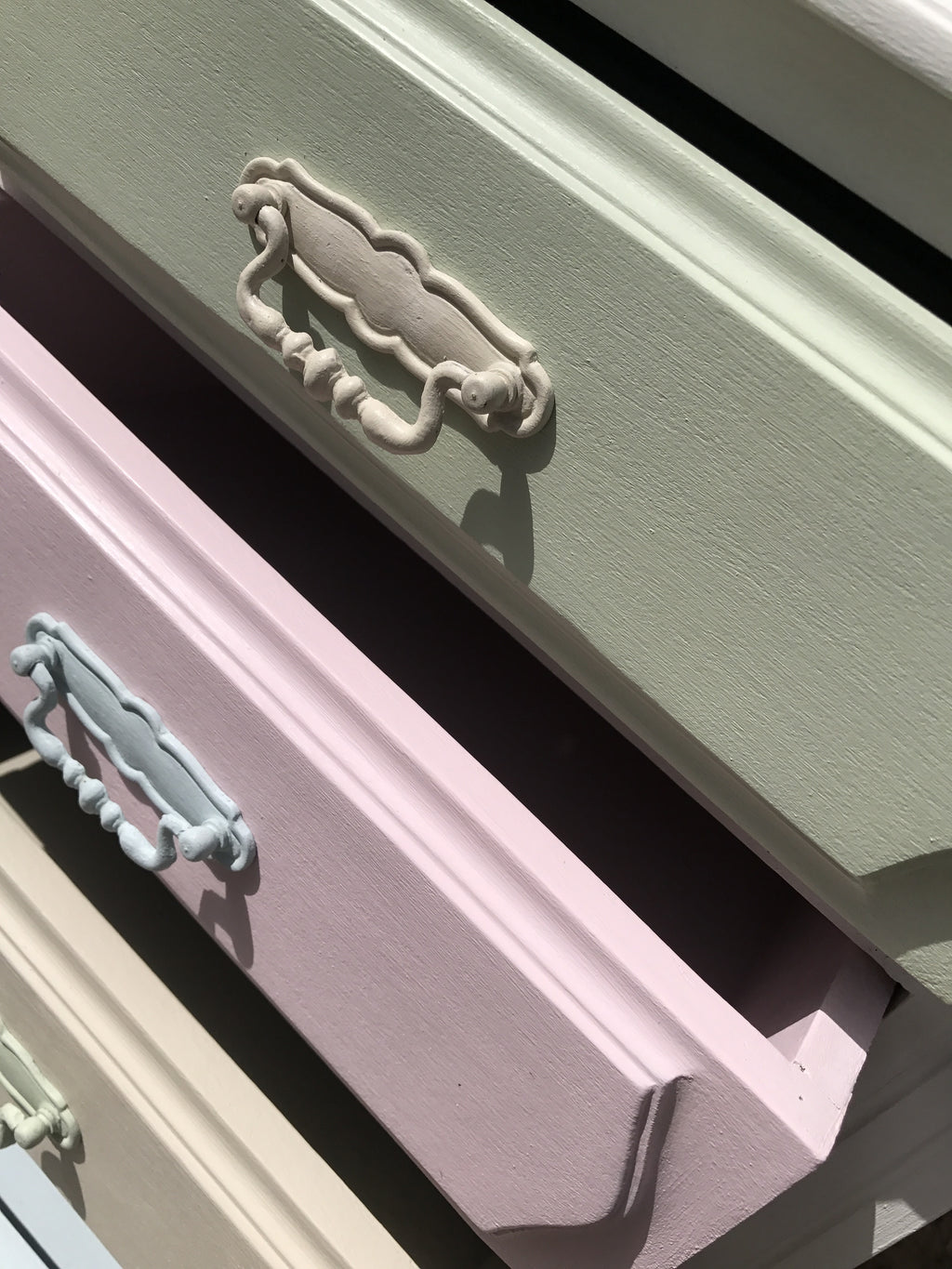 Cabinet with 4 Drawers in Pastel Shades