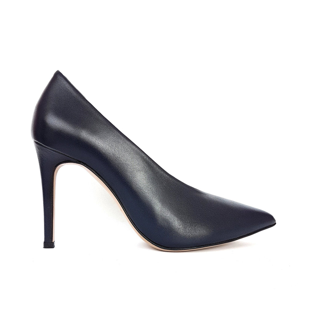 Black leather Pumps with heel. Shop online or in our store in Nicosia, Cyprus