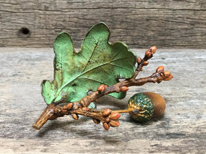 Acorn with Leaf