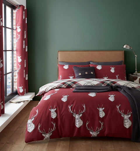 Catherine Lansfield Munro Stag Check Red Quilt Set