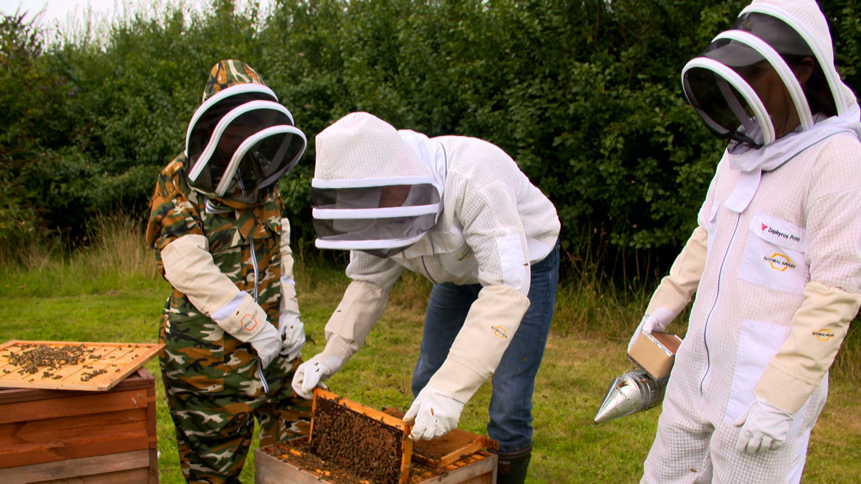 Beekeeping Suits, Jackets & Gloves