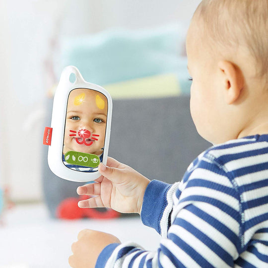 SKIP HOP Explore & More Selfie Phone