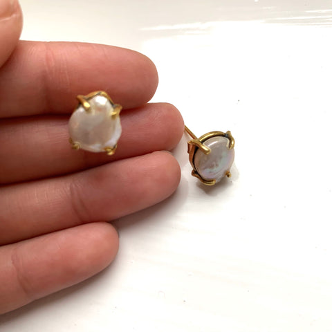 Sara Oyster Pearl Studs