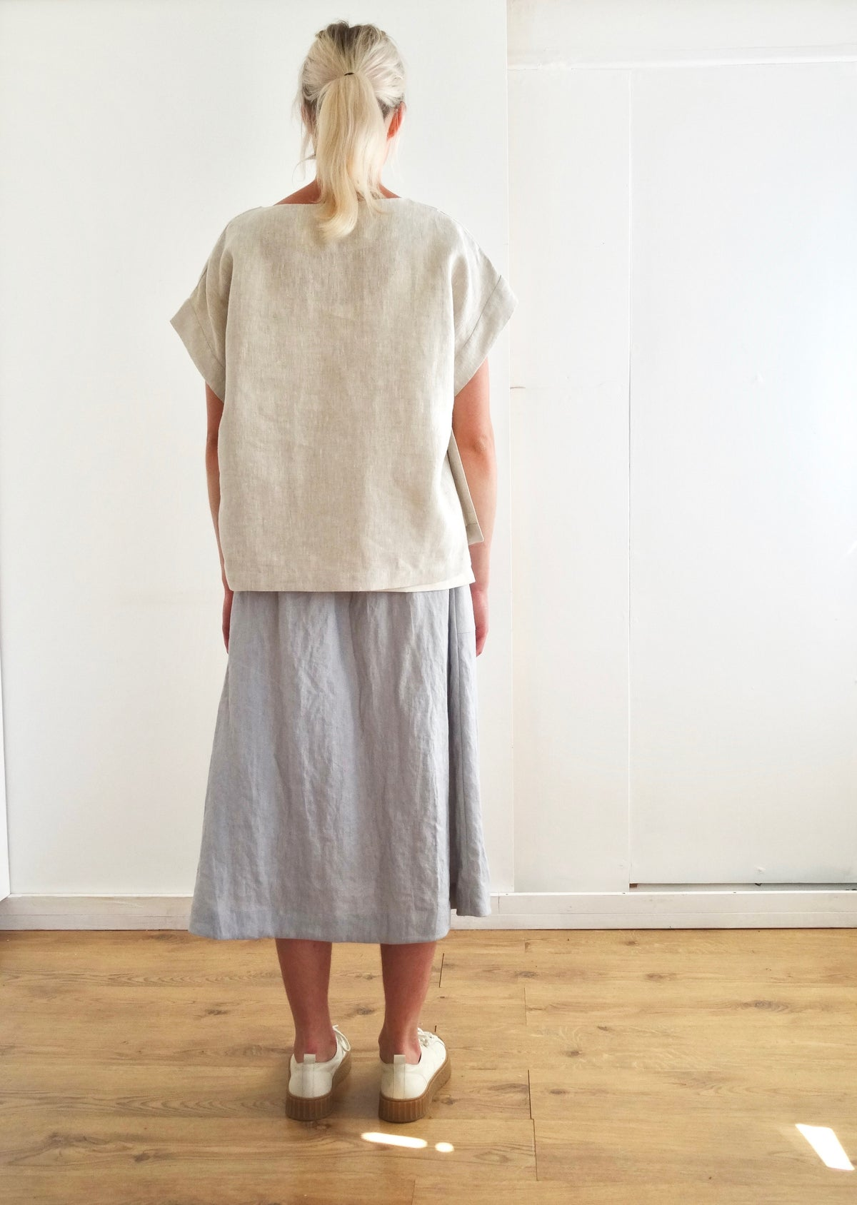 back view of the pajotten oatmeal linen overtop