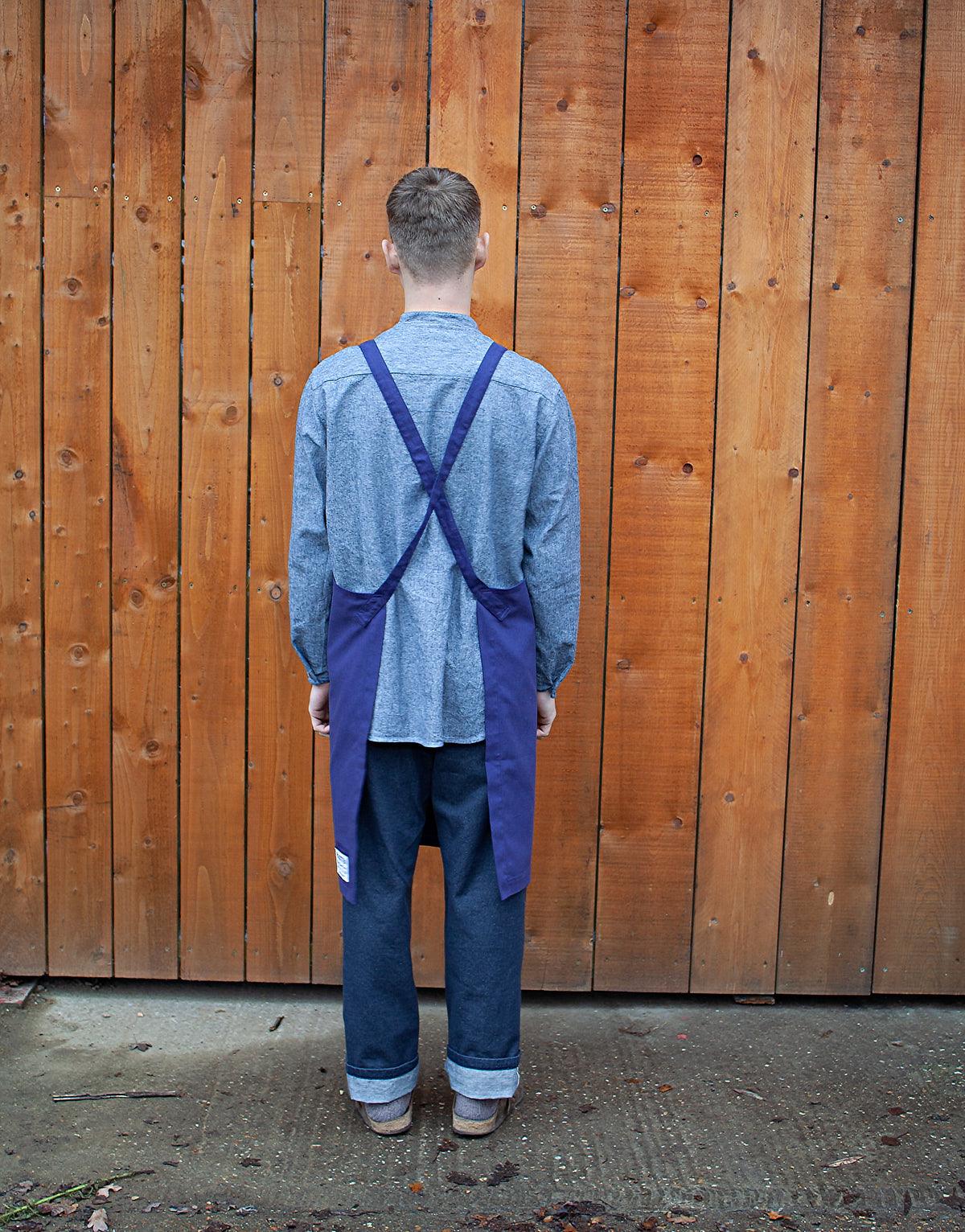 Blue cotton apron with bucket pocket and leather straps