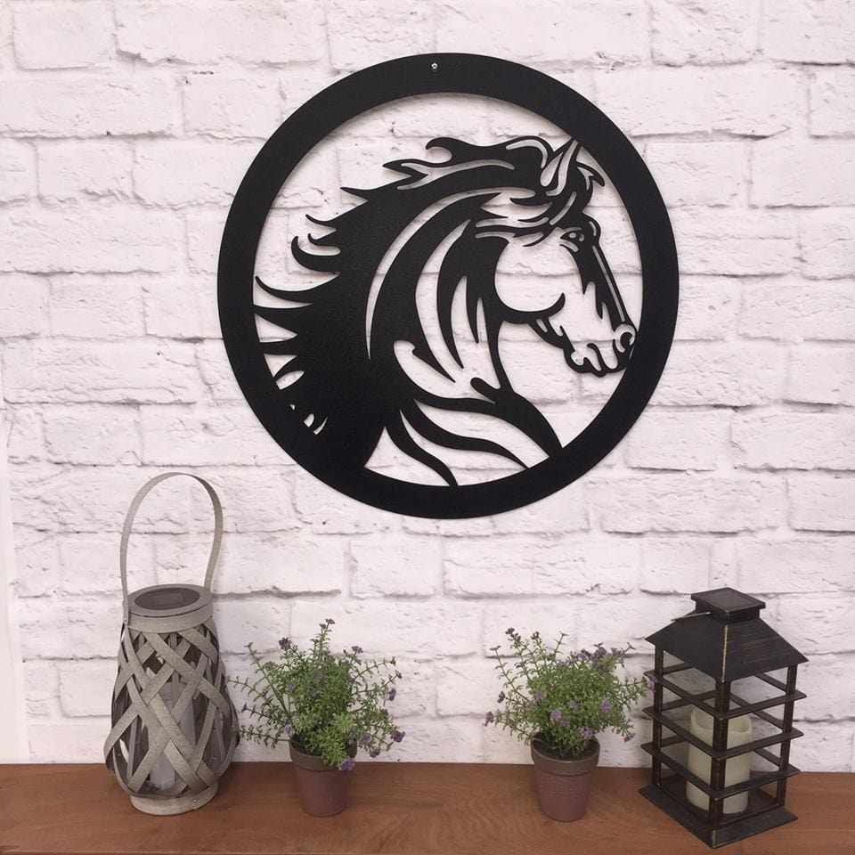 Elegant Horse Head Gate Entrance Sign