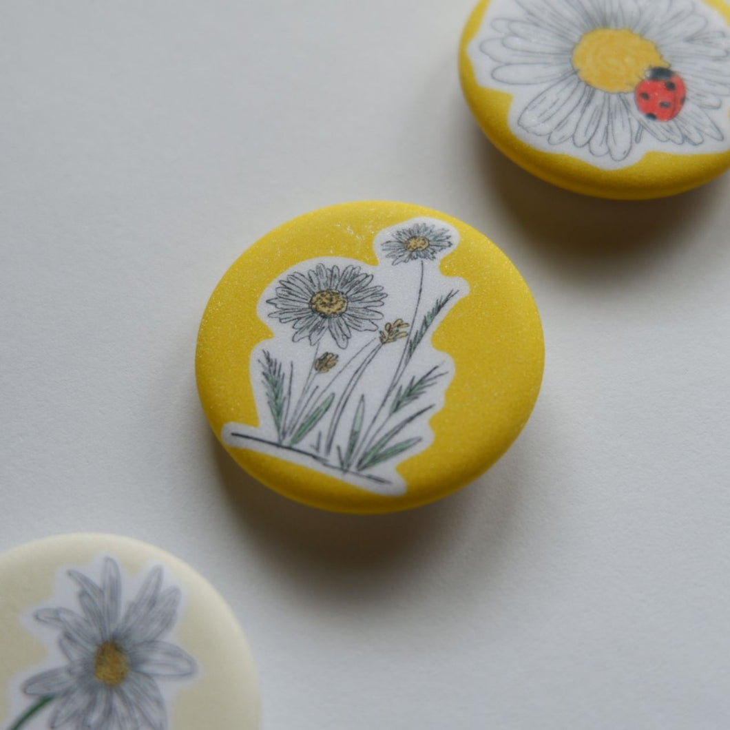 Daisy Button Pin Set