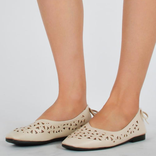 Hollowed-out Soft Beach Ladies Flat Shoes