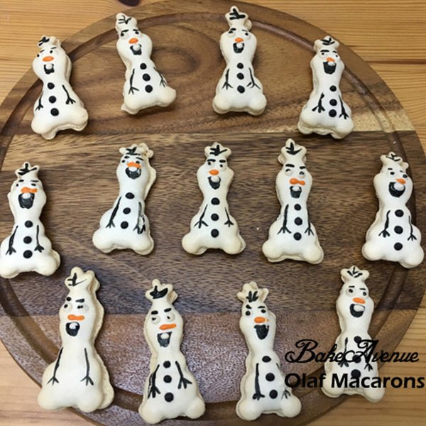 Frozen Olaf Macarons