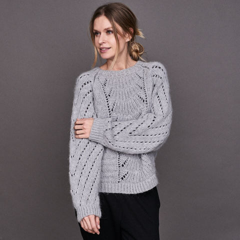 Magnum sweater with lace pattern, knitted in Önling No 1 and Cusi alpaca