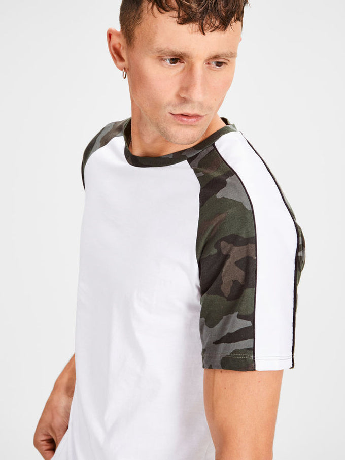 T-SHIRT WITH CAMO DETAILS White
