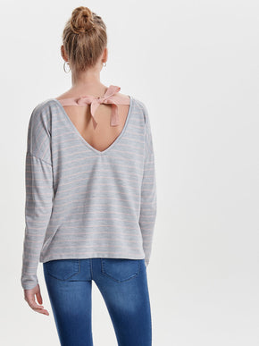 SWEATER WITH A BACK DETAIL