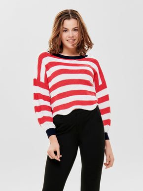 CROPPED SWEATER WITH A SCALLOPED HEMLINE