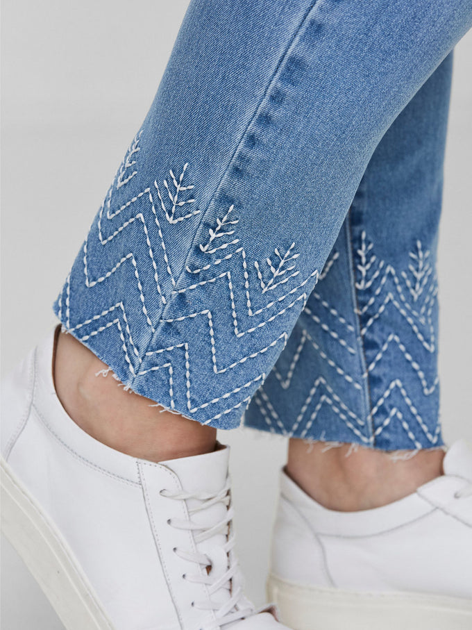 SLIM FIT ANKLE JEANS WITH EMBROIDERY DETAILS Light Blue Denim