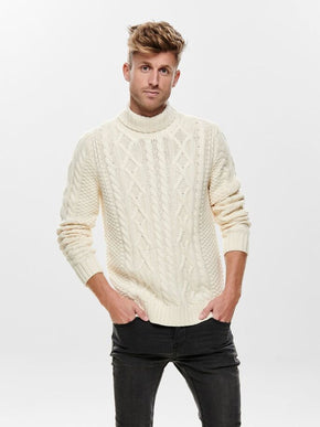 RIGE CABLE KNIT TURTLENECK