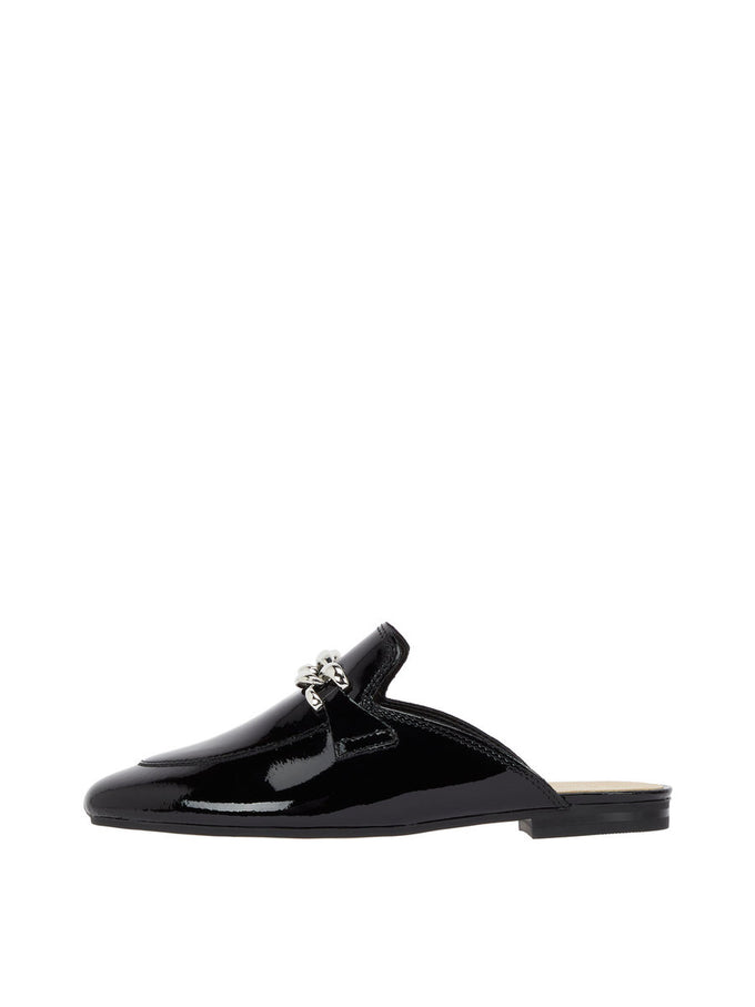 LEATHER LOAFERS WITH CHAIN Black