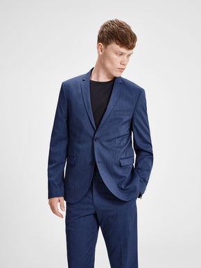 FITTED BLAZER WITH SLIM LAPELS