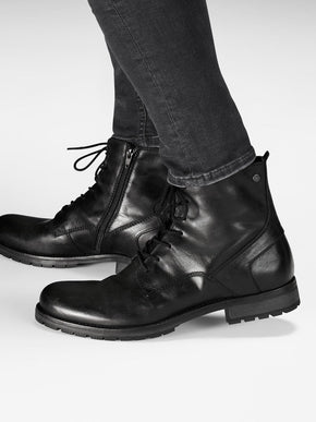 BLACK LEATHER BOOTS WITH EXTRA GRIP