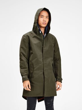 LIGHTWEIGHT PARKA WITH CAMO LINING