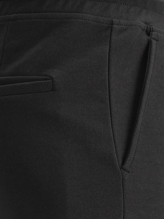 TAPERED FIT CARGO PANTS BLACK