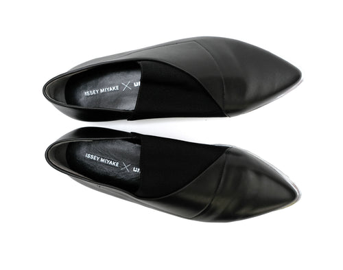 Issey Miyake Pointed Toe Flat Loafers in Black Leather with Silver Detail, UK5