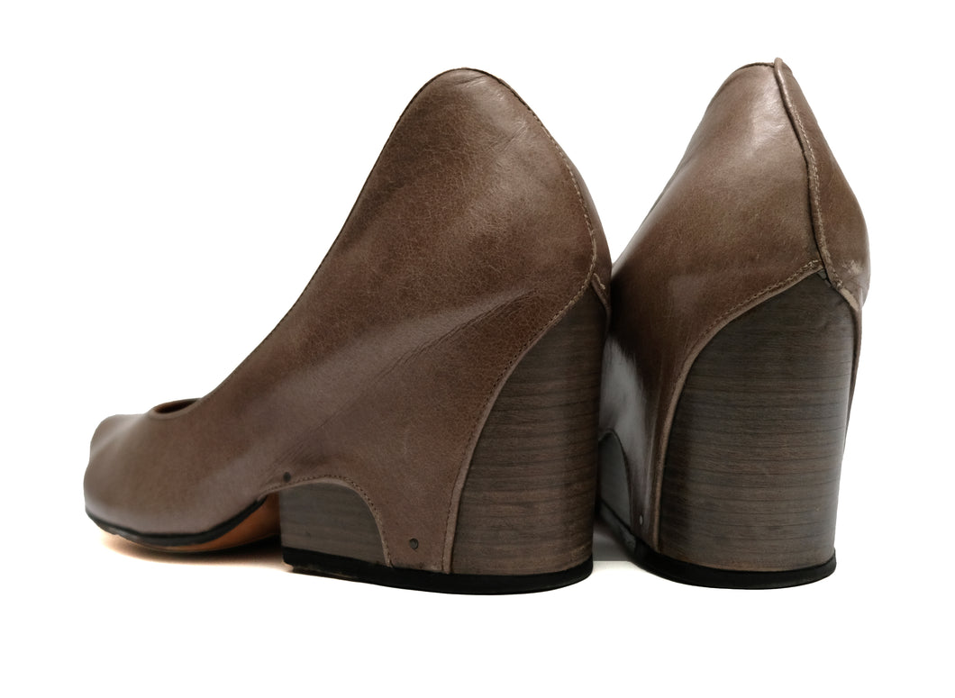 Tracey Neuls Taupe Leather Shoes with Stirrup Detail, EU42