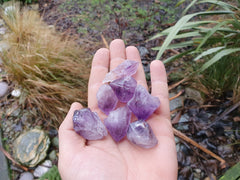 Amethyst natural point 4cm
