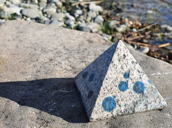 K2 Granite Large Pyramid L